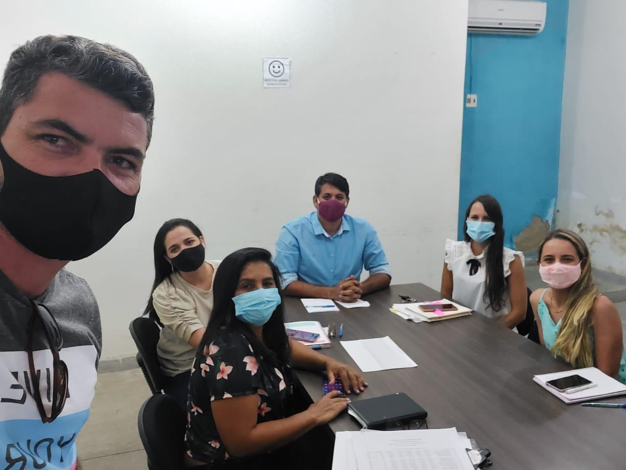 Prefeito de Cabaceiras, Tiago Castro, define Plano de Vacinação com Equipe de Saúde