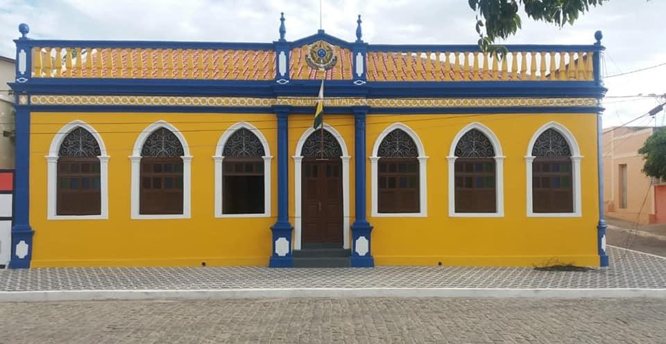 Prefeitura de Cabaceiras retira postes de eletricidade da frente de Prédios Históricos do Município
